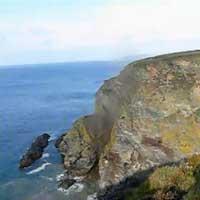 cliff-stuerzt-ins-meer_feat