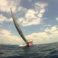 near-miss-race-yacht_feat